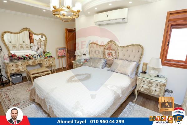 شقة للبيع زيزينيا ش مصطفي عبدالرازق
